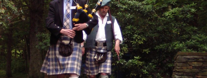 Clan Gathering – Piping in of the Colours – Clan Hannay Society
